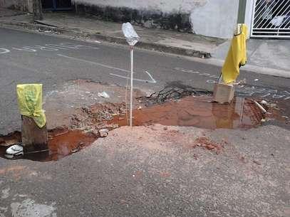 De acordo com a prefeitura, reparo no buraco foi feito na manhã desta segunda-feira Foto: Eduardo Meira / vc repórter