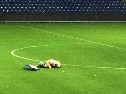 Ato protagonizado por dois jovens ocorreu no último domingo, após o empate por 0 a 0 entre Brondby e Randers Foto: Twitter