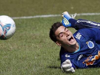 Jovem goleiro quer vitória, mas sabe que Adilson criará ciladas para o Cruzeiro Foto: Washington Alves / TEXTUAL