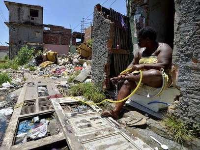 Famílias da Vila do Metrô, ao lado da comunidade da Mangueira, tiveram casas derrubadas a fim de reordenar o espaço e criar um polo automotivo no local Foto: Daniel Ramalho / Terra