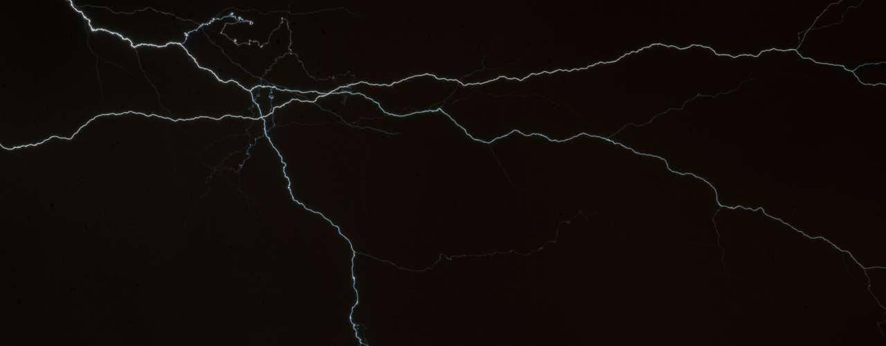 Muitos raios riscaram o céu na região