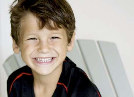 Esta foto dada a conocer por la familia el domingo, 17 de julio del 2011, muestra a Max Shacknai, de seis años. Shacknai, hijo del ejecutivo farmacéutico Jonah Shacknai, falleció el domingo, una semana después de haberse caído por las escaleras de la mansión de su padre.