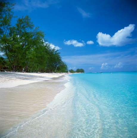 ¿Quién no ha soñado con unas inolvidables vacaciones en alguna isla caribeña? Mujer Hoy te entrega una lista de las mejores islas del Caribe. En primer lugar está el grupo de islas Caymán que tiene grandes atractivos turísticos como sus submarinos, espectaculares resort y playas de ensueño.