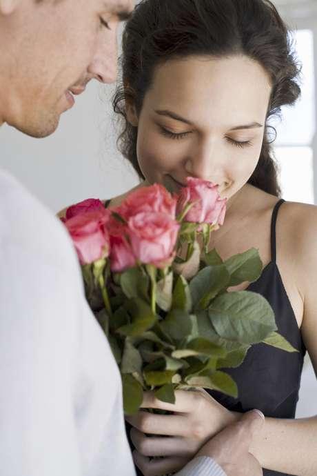 Asombrá a tu enamorada con un ramo de flores bien temprano a la mañana. Es un regalo clásico que nunca falla.