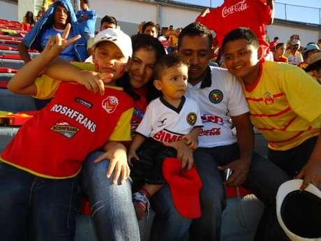 Una familia dividida por el amor a los equipos.