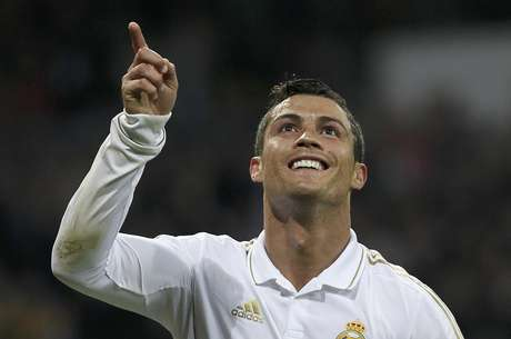 Figura del club más poderoso: La llegada de Ronaldo al Madrid causó gran expectativa, y el portugués ha logrado responder de la mejor manera.  Se transformó rápidamente en la figura de su equipo, en el jugador referente. Su promedio goleador aumentó desenfrenadamente, su capacidad de asistir mejoró notablemente y se consolido como un jugador ideal. Aunque  sólo ha logrado un título con el club merengue, el 2012 puede ser el año en que gane más campeonatos.