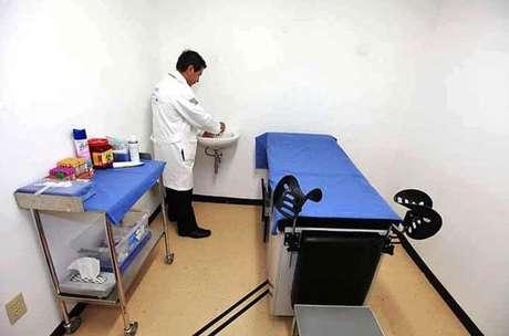 Antes del 30 de abril, afirmó Armando Ahued, Secretario de Salud del DF, se inaugurará una clínica más en la Estación Ermita.