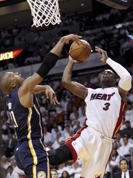 Dwyane Wade tuvo una buena actuación para Miami, anotando 29 puntos.