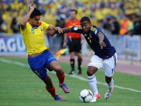 Dorlan Pabón y Cristian Noboa se enfrentaron continuamente por la banda derecha de Colombia, izquierda de Ecuador
