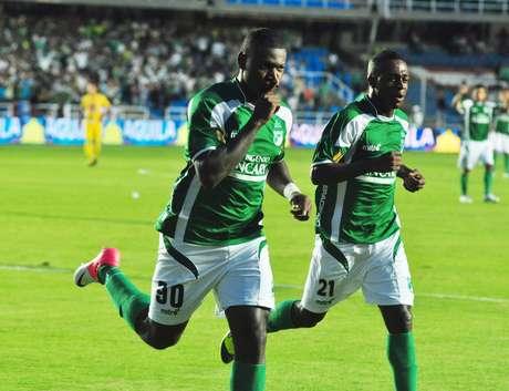 Deportivo Cali inició con agresividad el partido y al minuto 4 ya estaba arriba en el marcador, con gol de Cristian Nazarit.