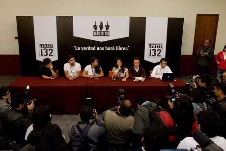 YoSoy132 en conferencia de prensa tras debate.