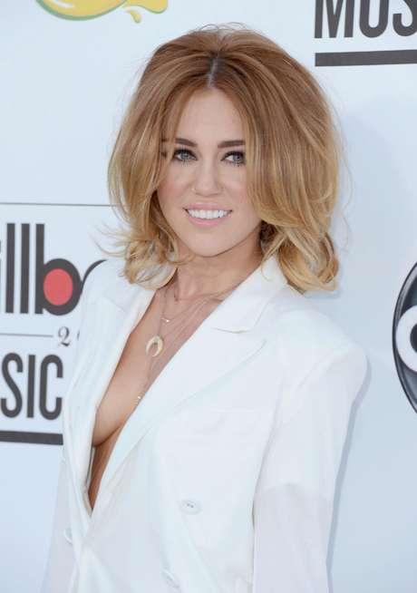 Miley Cyrus está feliz de estar comprometida.