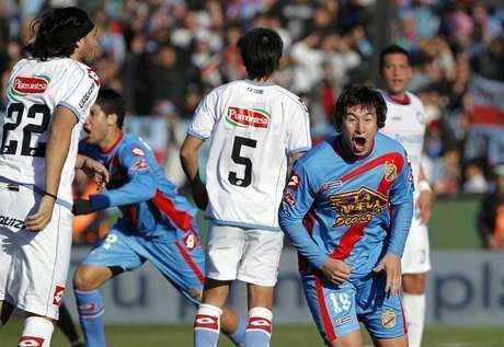 Arsenal, con el colombiano Carlos Carbonero en cancha, se coronó campeón del fútbol argentino, tras vencer 1-0 a Belgrano en la última fecha.