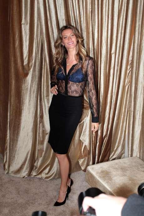 Gisele Bündchen escolheu o look transparente para a inauguração da flagship store da HOPE  Foto: Orlando Oliveira / AgNews