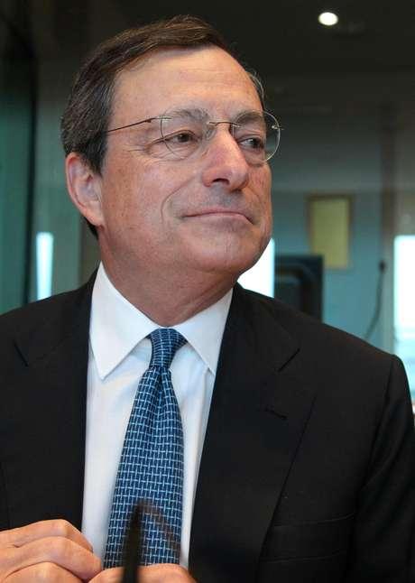 El presidente del Banco Central Europeo Mario Draghi durante su asistencia a una reunión del Comité de Asuntos Económicos y Monetarios del Parlamento Europeo en Bruselas, el lunes 9 de julio de 2012.