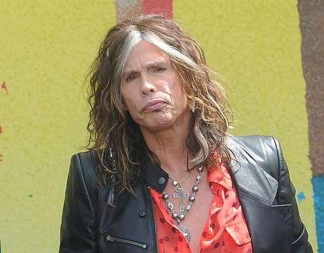 """Steven Tyler durante una conferencia de prensa de la banda Aerosmith sobre su gira Global Warming en Los Angeles en una fotografia de archivo del 28 de marzo de 2012. Tyler anunció el jueves 12 de julio de 2012 que dejará de ser juez de """"American Idol"""" tras dos años en el programa."""