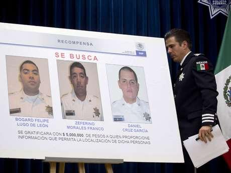 Pero las sospechas recaen también sobre los policías federales, como quedó en evidencia en un reciente incidente en el aeropuerto de Ciudad de México, donde dos agentes dieron muerte a tres de sus colegas en medio de acusaciones contra unos y otros de estar involucrados en narcotráfico.