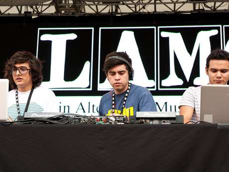 """Los chicos de 3Ball MTY con su pegaso ritmo """"tribal guarachero"""" hicieron brincar a las miles de personas que coparon el Central Park en Nueva York. Los jóvenes durante el show que realizaron en el marco del Latin Alternative Music Conference (LAMC), mostraron que ahora es que tienen talento para dar."""