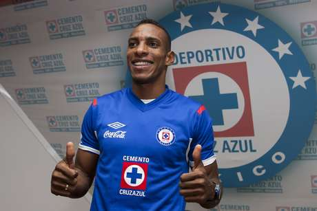 Luis Amaranto Perea will be the leader and strength of the Cruz Azul defense.