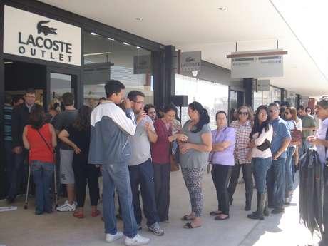Lacoste teve fila para entrar no dia da inauguração do novo Outlet Premium Brasília Foto: Luciana Cobucci/Terra
