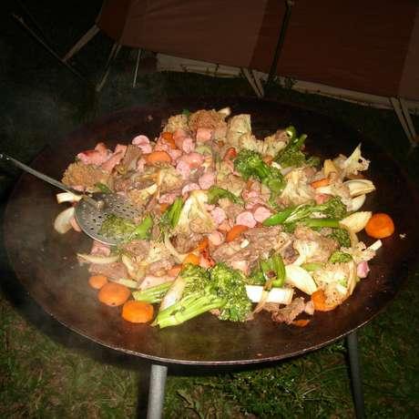 As imagens enviadas pelos leitores mostram ingredientes e preparação de pratos típicos Foto: Reprodução/BBC Brasil
