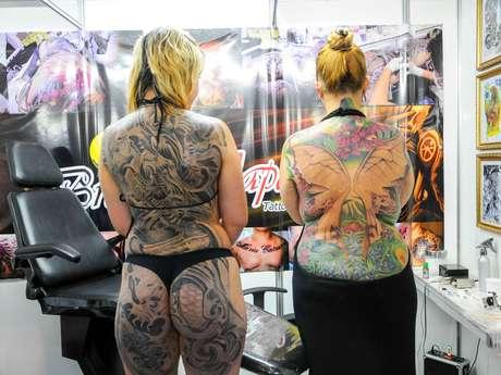 Visitantes podem fazer tatuagens na hora Foto: Adriano Lima / Terra