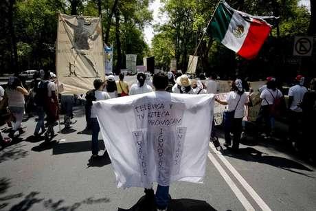 """Miles de personas marchan  en Ciudad de México para protestar contra la """"imposición"""" de Enrique Peña Nieto como ganador de los comicios presidenciales del pasado 1 de julio"""