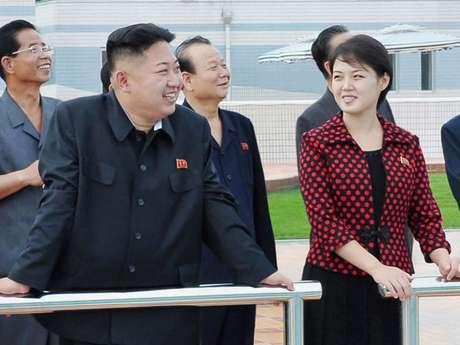 El dirigente norcoreano Kim Jong-un y su esposa Ri Sol-ju.