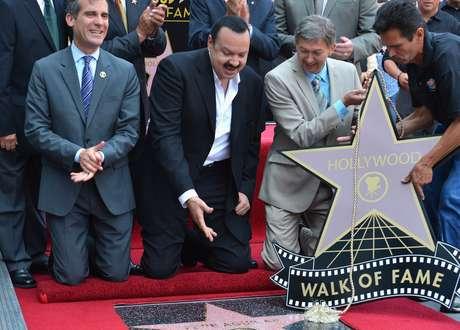 Pepe Aguilar, fiel exponente de la nueva generación de cantantes de música ranchera, inauguró su estrella, dentro de  la categoría de grabación, en el Paseo de la Fama de Hollywood.