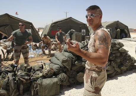 El ejército francés instala un hospital de campaña.
