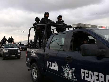Policías federales se trasladan desde Ciudad de México al estado de Michoacán.