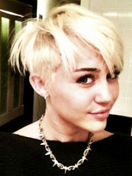 """Miley Cyrus, decidió cortarse su abundante cabello para donarlo a una fundación que lucha contra el cáncer. El radical cambio de look de la estrella generó tanto comentarios positivos como negativos en las redes sociales, e incluso hizo que la compararan con el personaje de Harry Potter """"Draco Malfoy""""."""