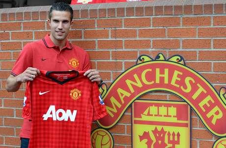 El delantero holandés firmó por cuatro años con el Manchster United.