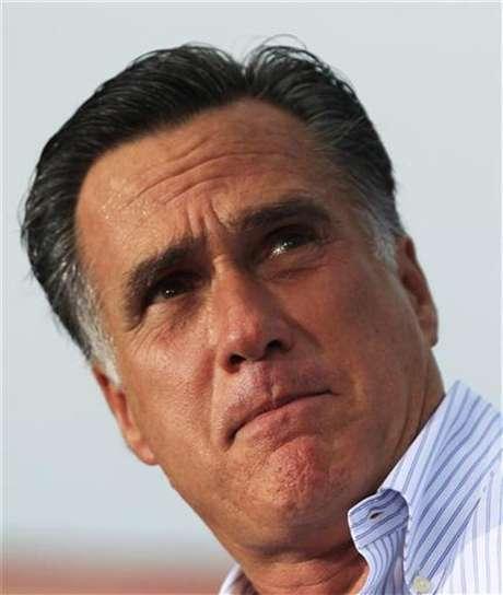 El candidato republicano a la presidencia de Estados Unidos, Mitt Romney, durante un evento de campaña en Miami, ago 13 2012. El Partido Republicano y su candidato presidencial Mitt Romney tienen casi 60 millones de dólares más en el banco que el presidente Barack Obama y su Partido Demócrata, pero expertos en finanzas de campaña dicen que es demasiado pronto para asumir que esto signifique una ventaja política en noviembre.