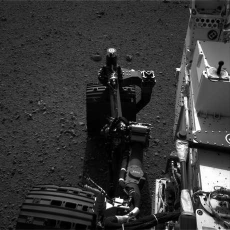 """El robot Curiosity se dirige hacia el este y rueda """"bellamente"""" sobre Marte."""