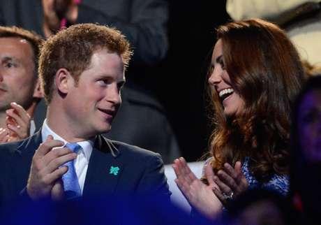 Enrique es famoso por sus escándalos de joven británico, pero es un principe que debe comportar la cordura.