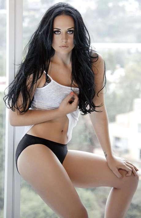 Zuria Vega hace su sesión fotográfica más sensual.