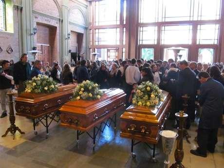 <p>El funeral de las tres víctimas del triple parricidio de Curicó.</p>