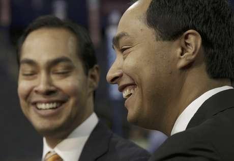 El alcalde de San Antonio, Julian Castro, izquierda, quien pronunciará el discurso principal en la convención demócrata, y su hermano gemelo, el representante estatal y candidato al Congreso federal Joaquín Castro.