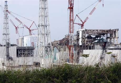 (From L to R) The No. 1, the No. 2, the No. 3 and the No. 4 reactor buildings are seen at the Tokyo Electric Power Co's (TEPCO) tsunami-crippled Fukushima Daiichi nuclear power plant in Fukushima prefecture May 26, 2012.
