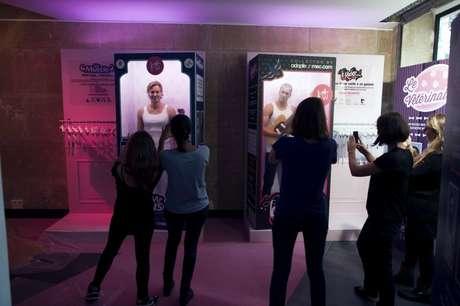 Adopt a guy, el sitio web francés de citas, organizó una original campaña en la que se venden novios para mujeres solteras.