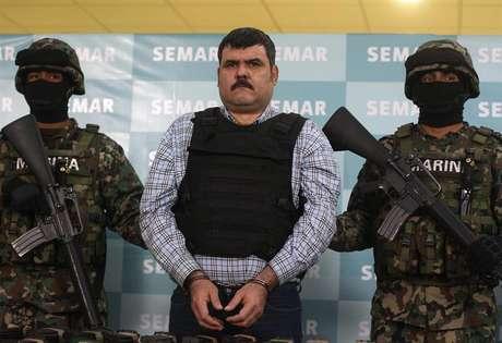 Costilla Sánchez se disputó el manejo de la organización criminal con Mario Cárdenas Guillén, 'El Gordo', quien fue detenido por la Marina la tarde del 3 de septiembre de 2012.