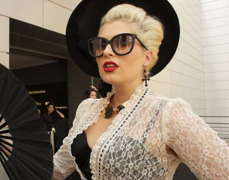 Para um look mais retrô, os óculos clássicos são os preferidos