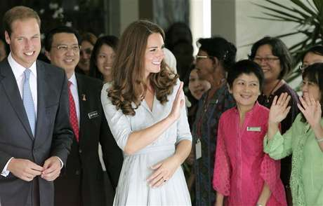 Britain's Prince William and Catherine, Duchess of Cambridge, wave to staff as they leave Hospis Malaysia, the largest hospice in the country, in Kuala Lumpur September 13, 2012.