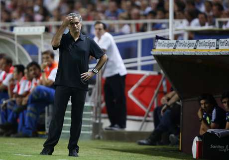 Real Madrid's coach Jose Mourinho reacts during their Spanish First Division soccer match against Sevilla at Ramon Sanchez Pizjuan stadium in Seville September 15, 2012. REUTERS/Marcelo del Pozo (SPAIN - Tags: SPORT SOCCER)