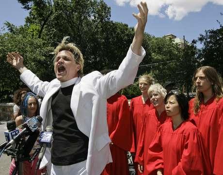 El Reverendo Billy en plena predicación, en Times Square en Manhattan.