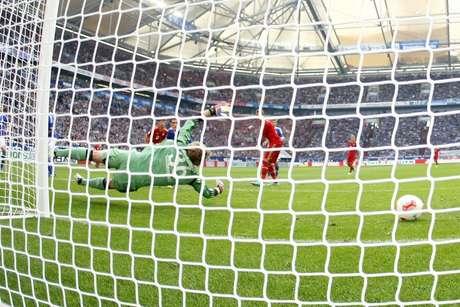 Bayern Munich's Thomas Mueller  scores a goal against Schalke 04.
