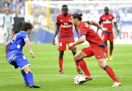Paris St Germain's Zlatan Ibrahimovic (R) challenges Bastia's Yannick Cahuzac during their French Ligue 1 soccer match at the Stade Armand-Cesari in Furiani September 22, 2012. REUTERS/Pierre Murati