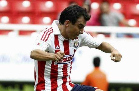 Luis Pérez falló un penalti al minuto 93 que representaba la victoria de Chivas sobre Pumas y tres puntos que metían a Guadalajara cerca de la zona de clasificación.