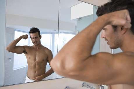 Os personal trainers Givanildo Matias Holanda, Rodrigo Sangion e Everton Batista ensinam os melhores exercícios para aumentar a massa nos braços Foto: Getty Images